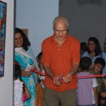 Prominent artist Mehli Gobhai opening the Dreammakers show.